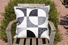 'Drunkard's path #1' cushion cover