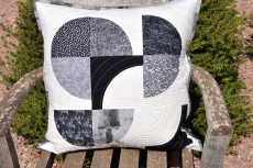 'Drunkard's path #2' cushion cover