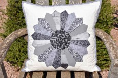 'Dresden plate' cushion cover